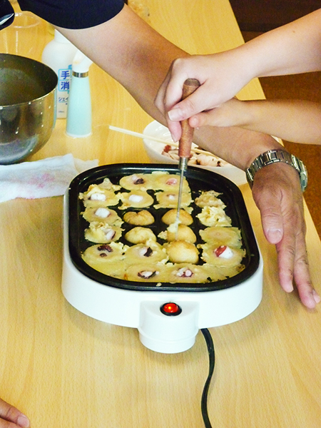 調理実習 たこ焼きづくりその4